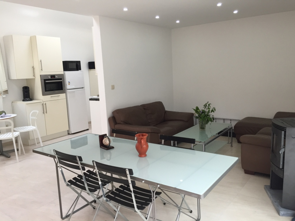 1 bed room beautiful spacious and bright house eu area house